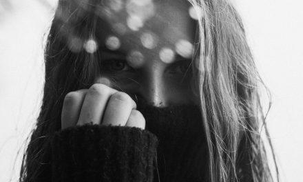 Nepotláčaj svoju introvertnosť a neprispôsobuj sa svetu, nie si mučeník