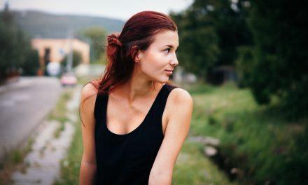 Extroverti obdivujú introvertov viac, než si priznajú
