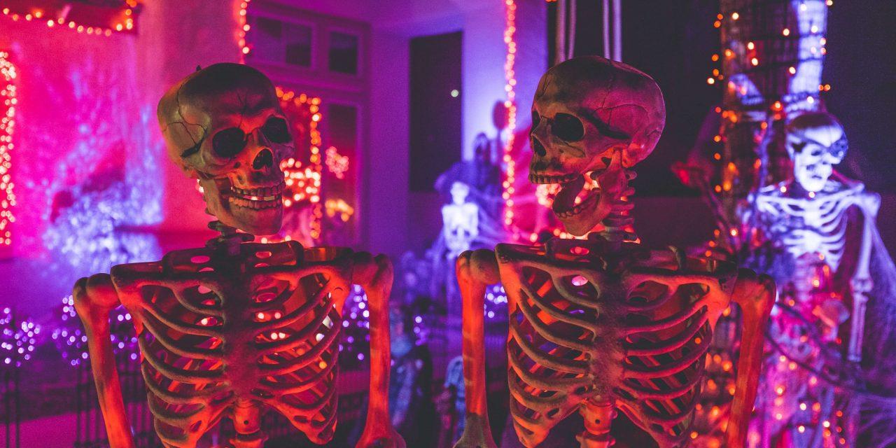 "Halloween špeciál – nočná mora introverta<span class=""wtr-time-wrap after-title""><span class=""wtr-time-number"">10</span> min read</span>"