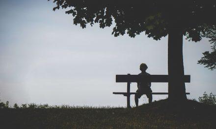 Introvert je osamelý kvôli nedostatku spojenia, nie ľudí